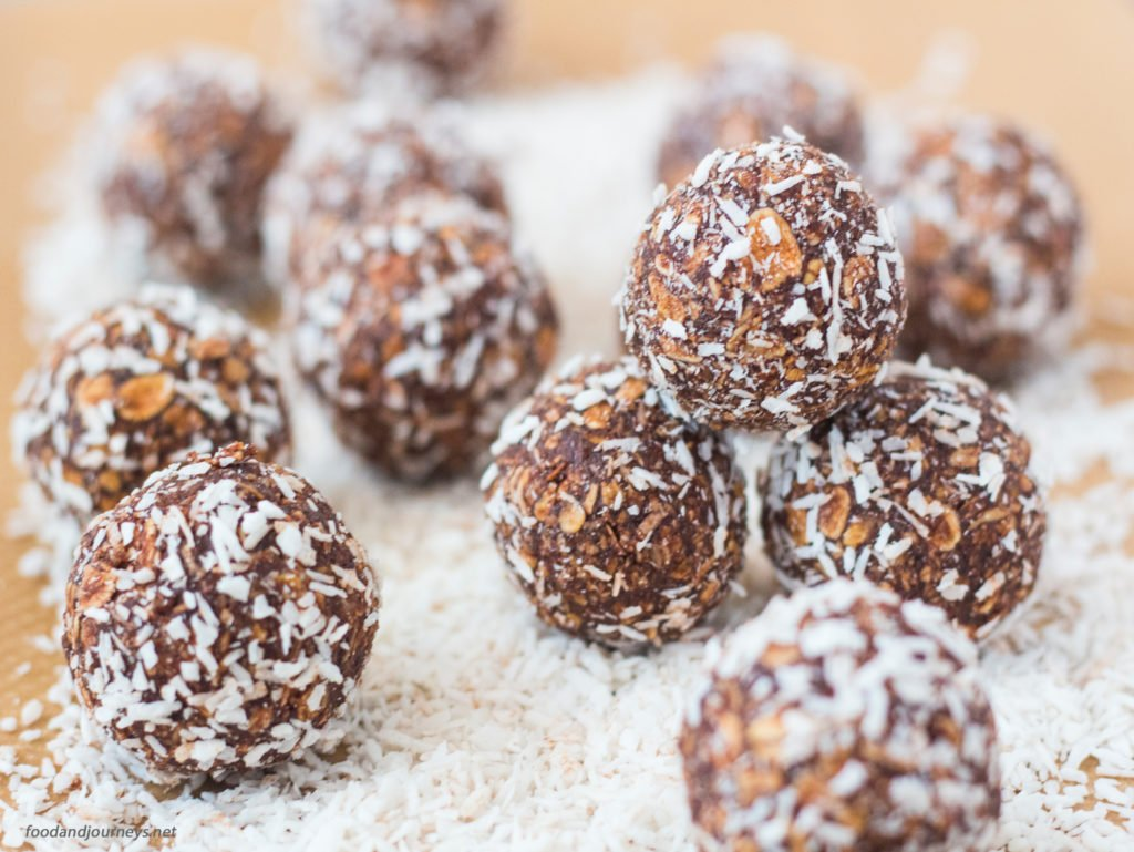 No-bake Swedish Chocolate Balls (Chokladbollar)|foodandjourneys.net
